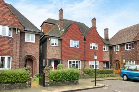 View full details for Meynell Gardens, Victoria Park, E9