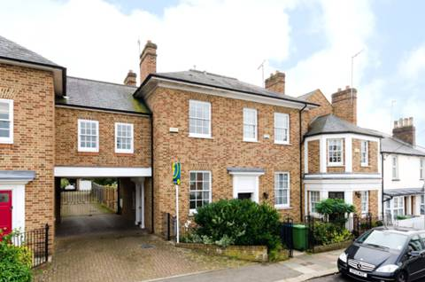View full details for Middle Road, Harrow on the Hill, HA2