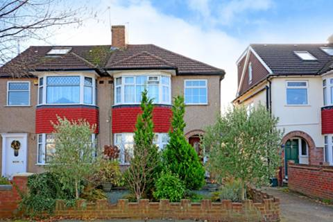 View full details for Collingwood Close, Whitton, TW2