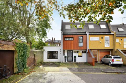 View full details for Ardshiel Close, West Putney, SW15