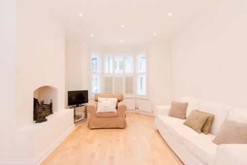 View full details for Earlsmead Road, Kensal Rise, NW10