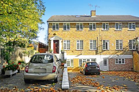 View full details for Carlton Gardens, Ealing Broadway, W5