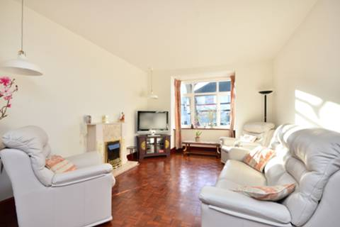 View full details for Ramsdale Road, Furzedown, SW17