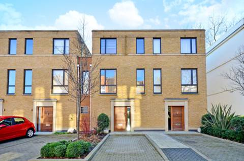 View full details for Augustas Lane, Islington, N1
