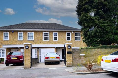 View full details for Minchenden Crescent, Southgate, N14