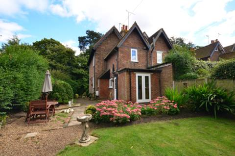 View full details for Perry Hill, Worplesdon, GU3