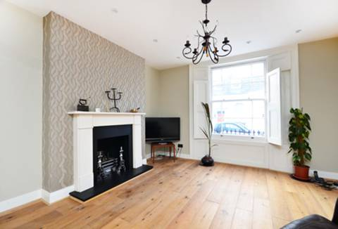 View full details for Crescent Street, Islington, N1