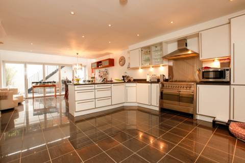 View full details for Common Mile Close, Abbeville Village, SW4