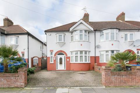 View full details for Munster Gardens, Palmers Green, N13