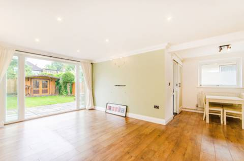 View full details for Acacia Avenue, Ruislip, HA4