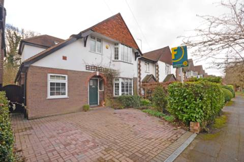 View full details for Common Close, Horsell, GU21