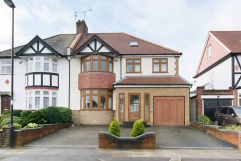 View full details for Ravenscraig Road, Arnos Grove, N11