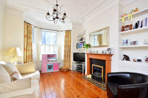 View full details for Kelmscott Road, Between the Commons, SW11