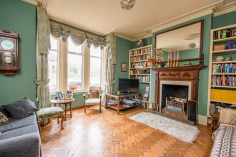 View full details for St Johns Road, Isleworth, TW7