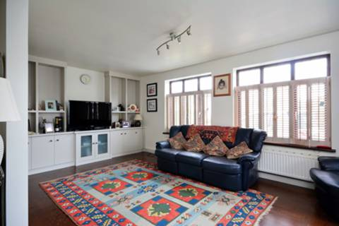 View full details for St Thomas Road, Grove Park, W4