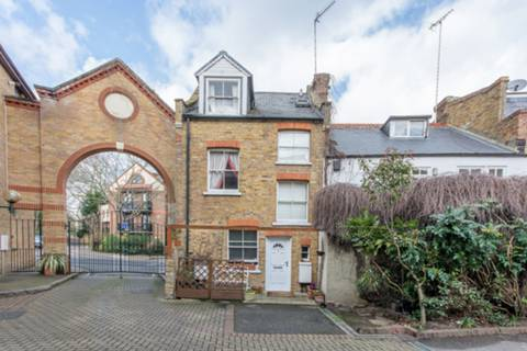 View full details for Bridge Wharf Road, Old Isleworth, TW7