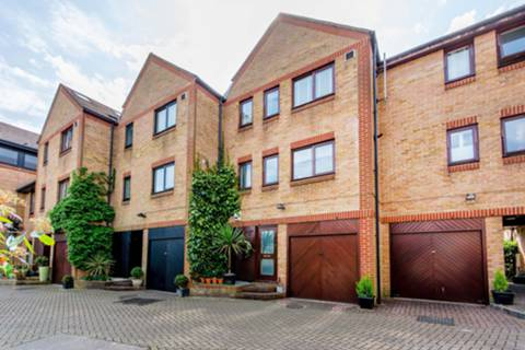 View full details for Bridge Wharf Road, Isleworth, TW7