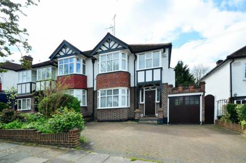 View full details for Broadfields Avenue, Winchmore Hill, N21
