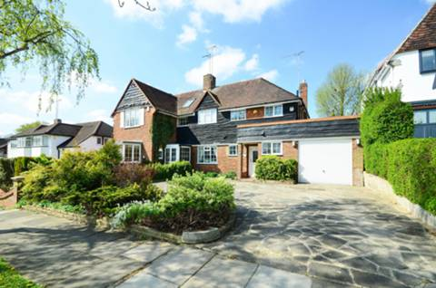 View full details for Cotswold Way, Enfield, EN2
