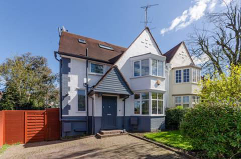 View full details for Cyprus Avenue, Finchley Central, N3