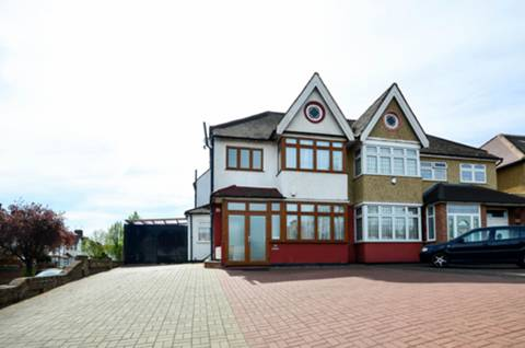 View full details for Ridge Avenue, Winchmore Hill, N21