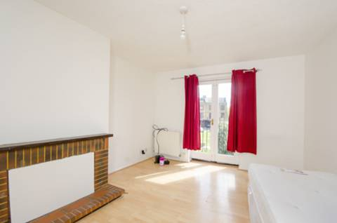 View full details for Yarrow Crescent, Beckton, E6