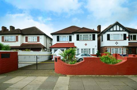 View full details for Chase Side, Southgate, N14