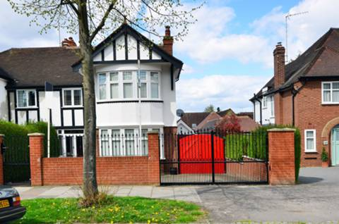 View full details for Cleveland Road, Ealing, W13