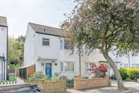 View full details for Bicester Road, Richmond, Surrey, North Sheen, TW9