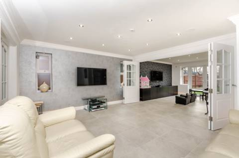 View full details for Pembroke Avenue, Pinner, HA5