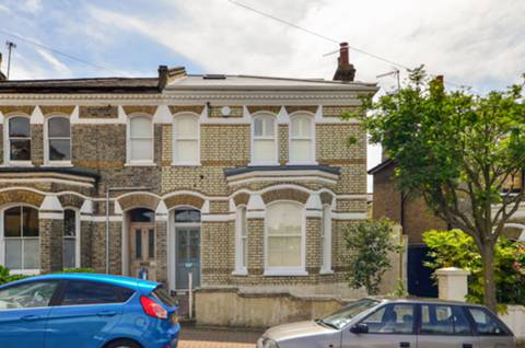 View full details for Belleville Road, Between the Commons, SW11