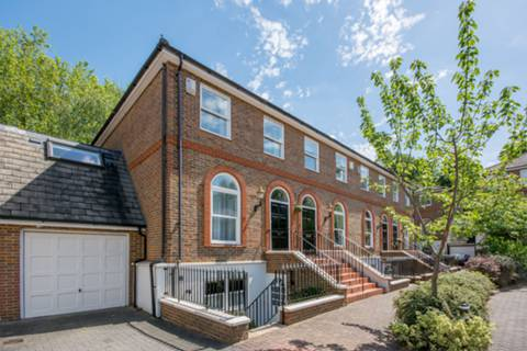 View full details for King George Square, Richmond, Richmond Hill, TW10