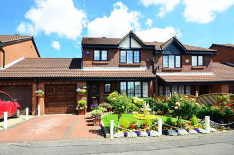 View full details for Crothall Close, Palmers Green, N13