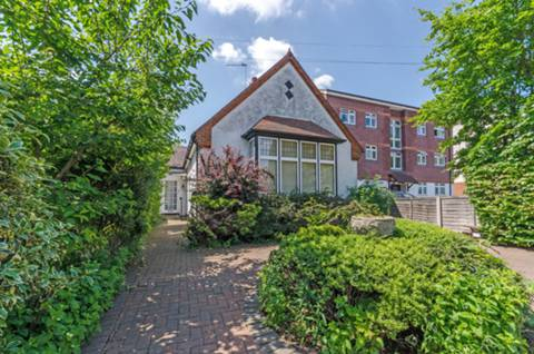 View full details for Oakleigh Road North, Whetstone, N20