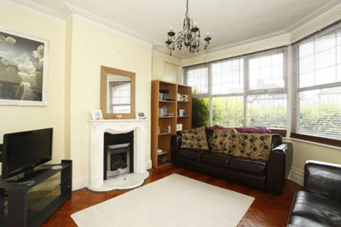 View full details for Colney Hatch Lane, Friern Barnet, N11