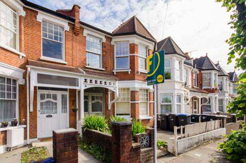 View full details for Kelvin Avenue, Palmers Green, N13