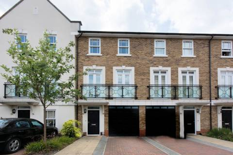 View full details for India Way, Roehampton, SW15