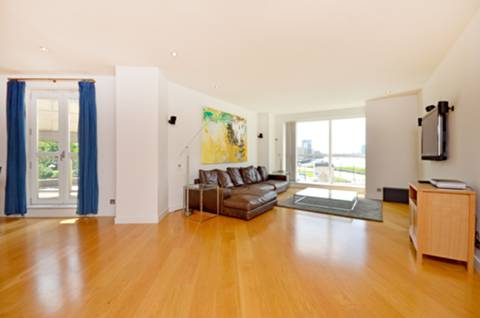 View full details for Hanover House, Canary Wharf, E14