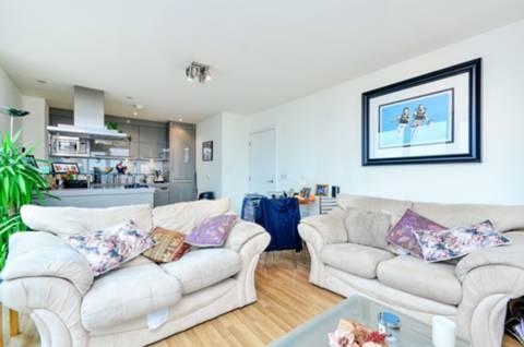 View full details for George Hudson Tower, Stratford, E15