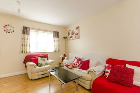 View full details for Charnwood Gardens, Isle Of Dogs, E14