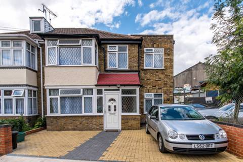 View full details for Hounslow Gardens, Hounslow, TW3