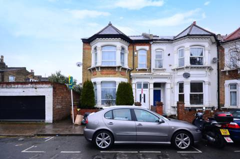 View full details for Holdernesse Road, Tooting Bec, SW17
