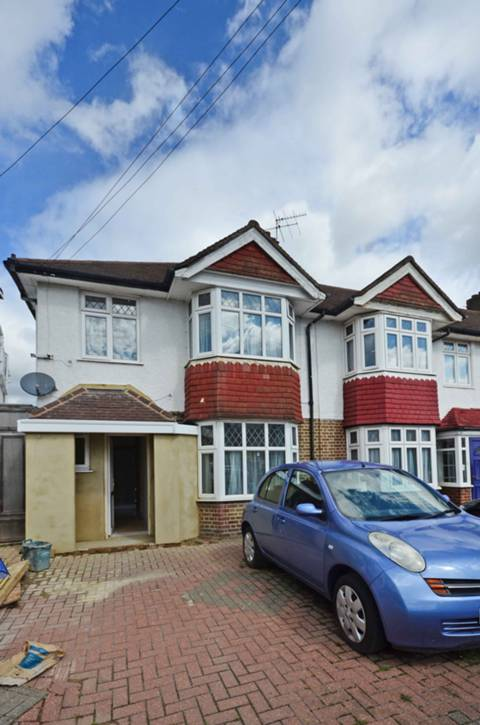 View full details for Park Road, Hounslow, TW3
