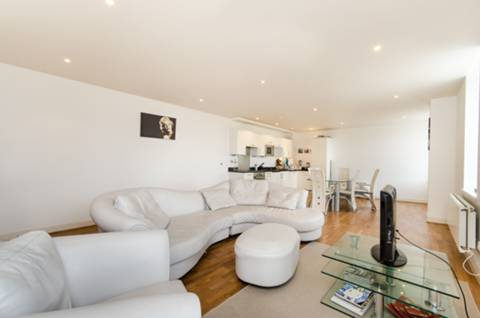 View full details for Clapham Common Southside, Clapham Junction, SW4