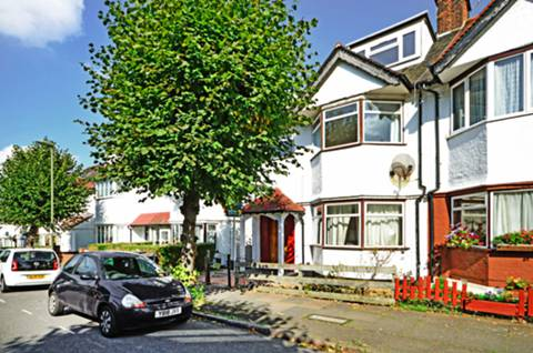 View full details for St Georges Road, Temple Fortune, NW11