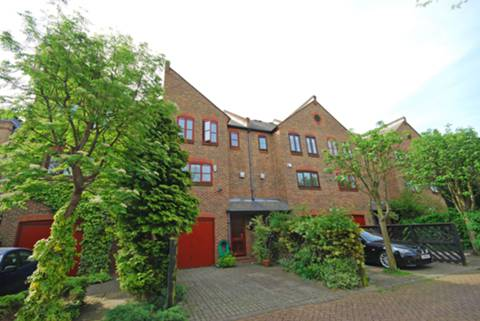 View full details for Isle of Dogs, Isle Of Dogs, E14