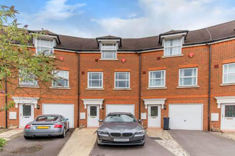 View full details for White Lodge Close, Isleworth, TW7
