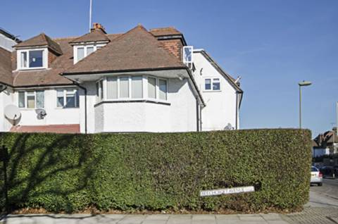 View full details for Beechcroft Avenue, Golders Green, NW11