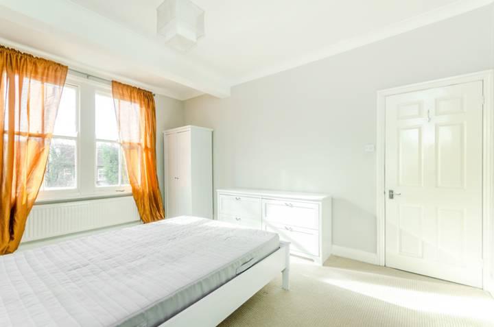 <b>Second Bedroom</b><span class='dims'> 9&#39;9 x 8&#39;10 (2.97 x 2.69m)</span>